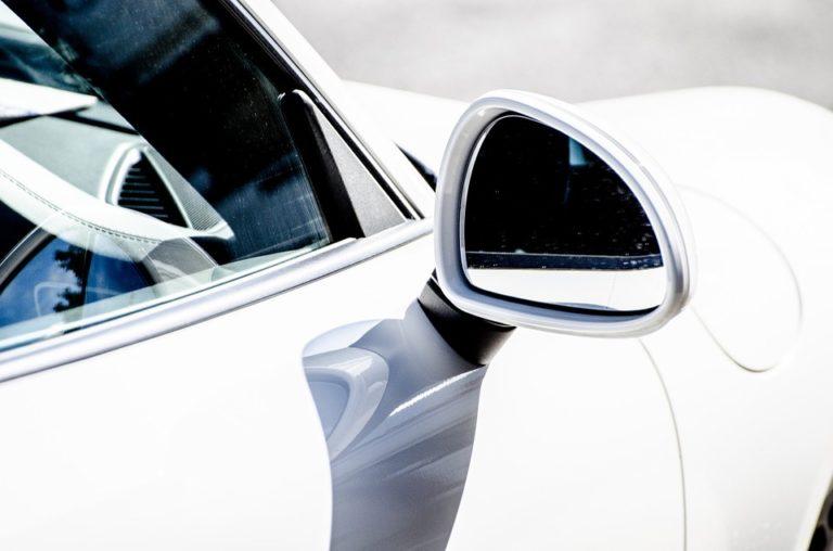 Constructeurs automobiles, intelligence artificielle et véhicule autonome: une course acharnée
