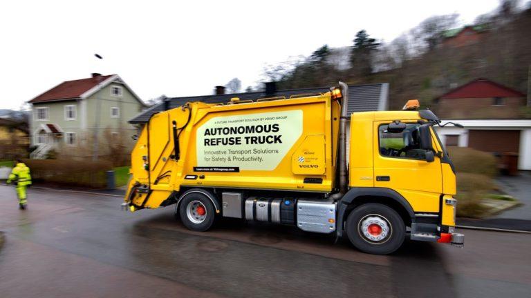 Volvo teste un premier camion poubelle autonome et étudie comment il pourrait s'intégrer sur voie urbaine