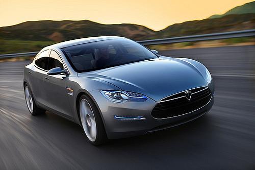 Tesla annonce une modernisation des caractéristiques de la conduite semi-autonome de ses véhicules électriques et un remaniement de son équipe de recherche