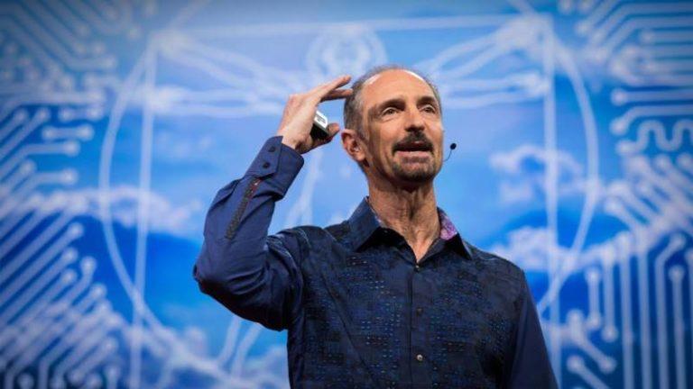 """L'expert IA Tom Gruber a donné une conférence TED sur """"l'IA humaniste"""" de Siri"""