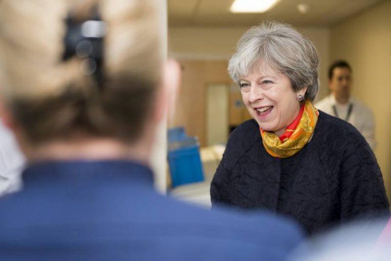 Le gouvernement britannique annonce un investissement majeur dans une IA pour la recherche médicale
