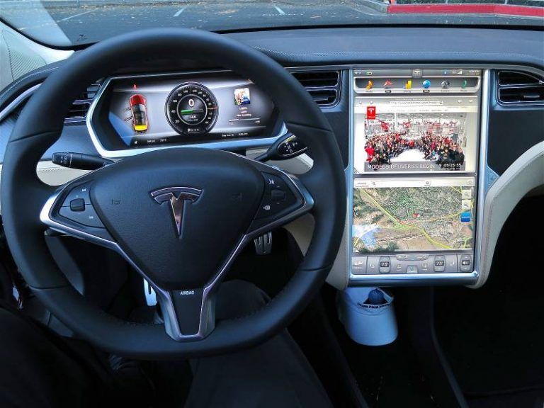 Tesla officialise l'utilisation de Hardware 3, sa puce IA spécialement pensée pour la conduite autonome