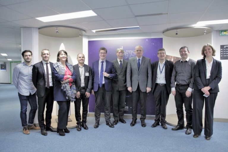 Partenariat CNES et VEDECOM : La science spatiale au service du véhicule autonome et des mobilités durables