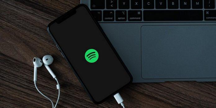 Spotify lance Car Thing, un appareil doté de reconnaissance vocale pour des voitures anciennes sans technologie Bluetooth.