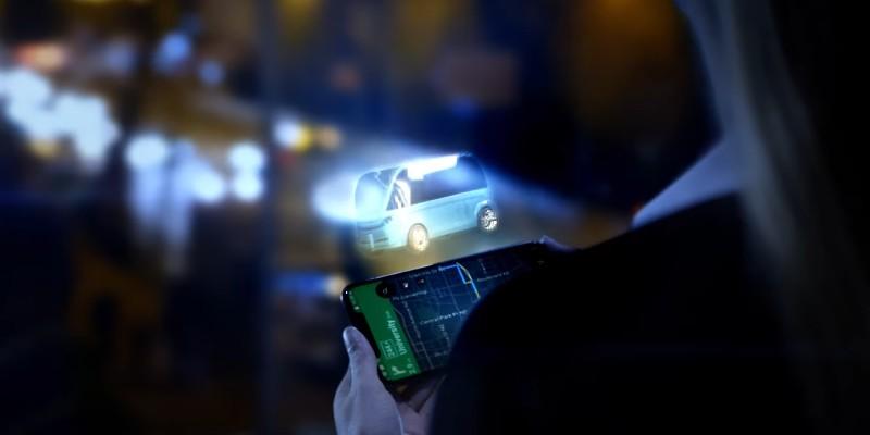 En 2018, plusieurs études démontraient comment le deep learning permettrait de développer des applications pratiques aux hologrammes. Dans le cadre d'une