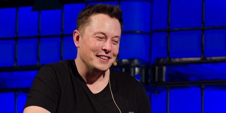 Elon Musk annonce la date officielle du Tesla AI Day, évènement dédié à l'IA et au recrutement