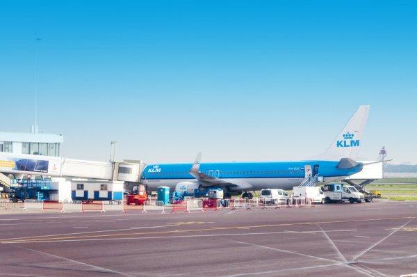 Les véhicules électriques autonomes d' OROK destinés au transport de fret testés à l'aéroport Paris-Charles de Gaulle.